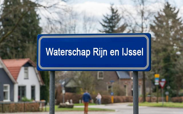 Bordje met achtergond Waterschap Rijn IJssel